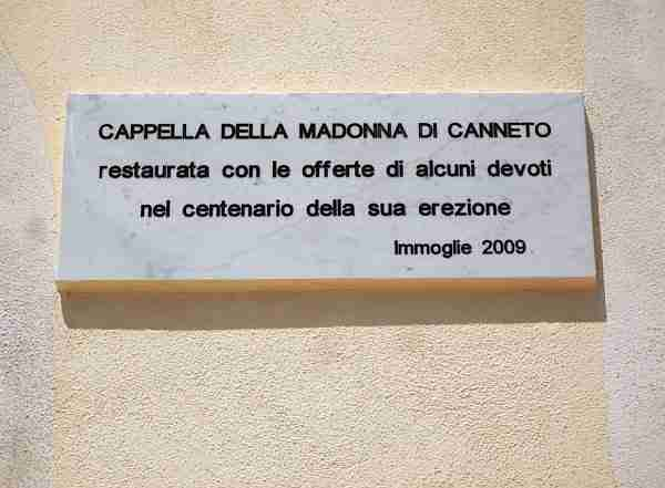 "Nouvelle plaque sur la Chapelle de la Madonne de Canneto à Immoglie ""Margiotta"". (Photo de J Alan Haworth)."